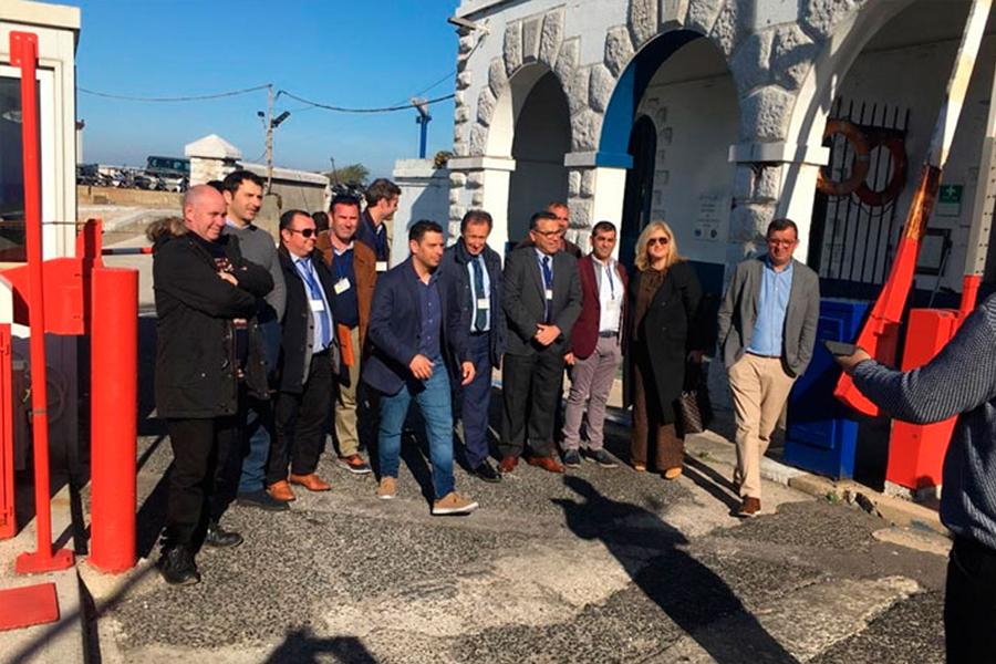 Picardo recibe en Gibraltar al alcalde de Chiclana y al sector naval
