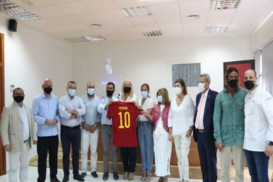 Los Empresarios hemos estado presente en el acto en el que El Gourmet de la Roja ha rendido homenaje a la empresa chiclanera Hosman
